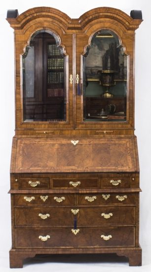 Queen Anne Bureau in Burr Walnut