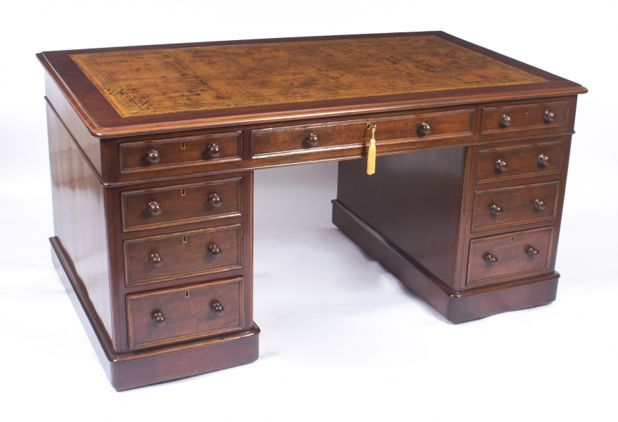 Antique Victorian Pedestal Desk in Mahogany c.1860